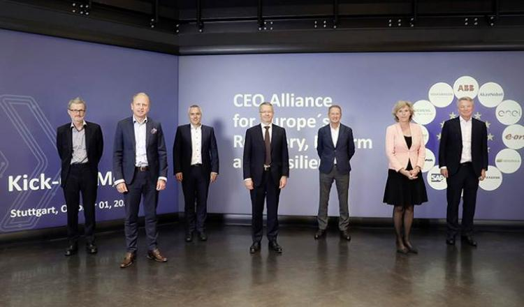 L-R: Georg Kell (Asesor), Henrik Henriksson (Scania), Peter Weckesser (Schneider Electric), T Vanlacker (AkzoNobel), Herbert Diess (VW), Connie Hedegaard (Asesor) y Bjorn Rosengren (ABB).